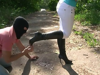 crush passion-chanel-chocolate crush-boot cleaning webcam hd amateur